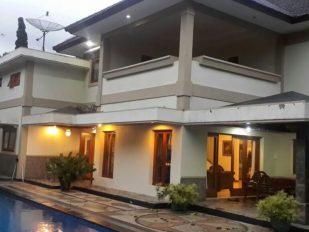 Villa Di Kota Batu Untuk Keluarga Dan Rombongan
