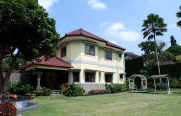 Villa Pinus Batu, Rekomendasi Villa Keluarga Dengan Fasilitas Kolam Renang